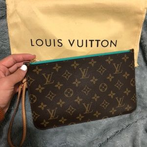 Louis Vuitton Neverfull Pouchette